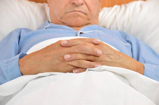 senior man in hospital - china drug foto e immagini stock