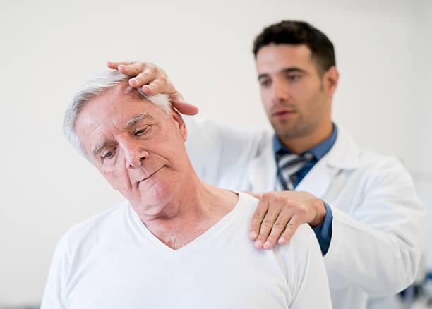 senior man in physiotherapy - hals übungen stock-fotos und bilder