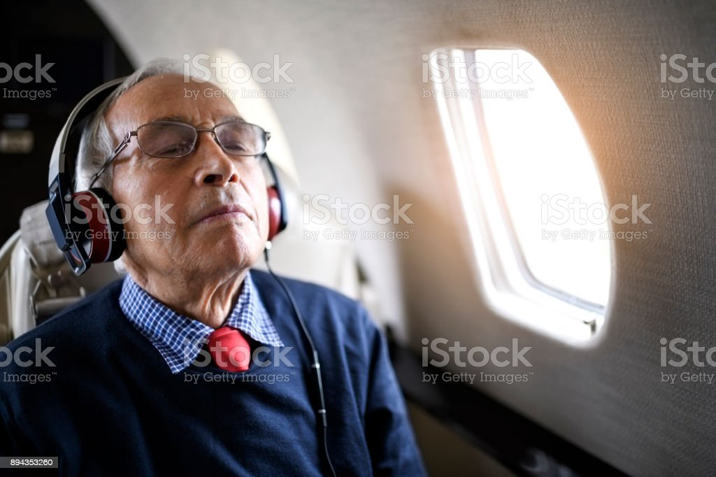 Homme senior en avion jet privé - Photo