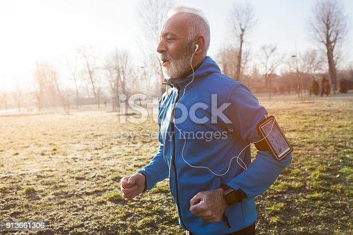 istock Senior man jogging in the morning 913661306