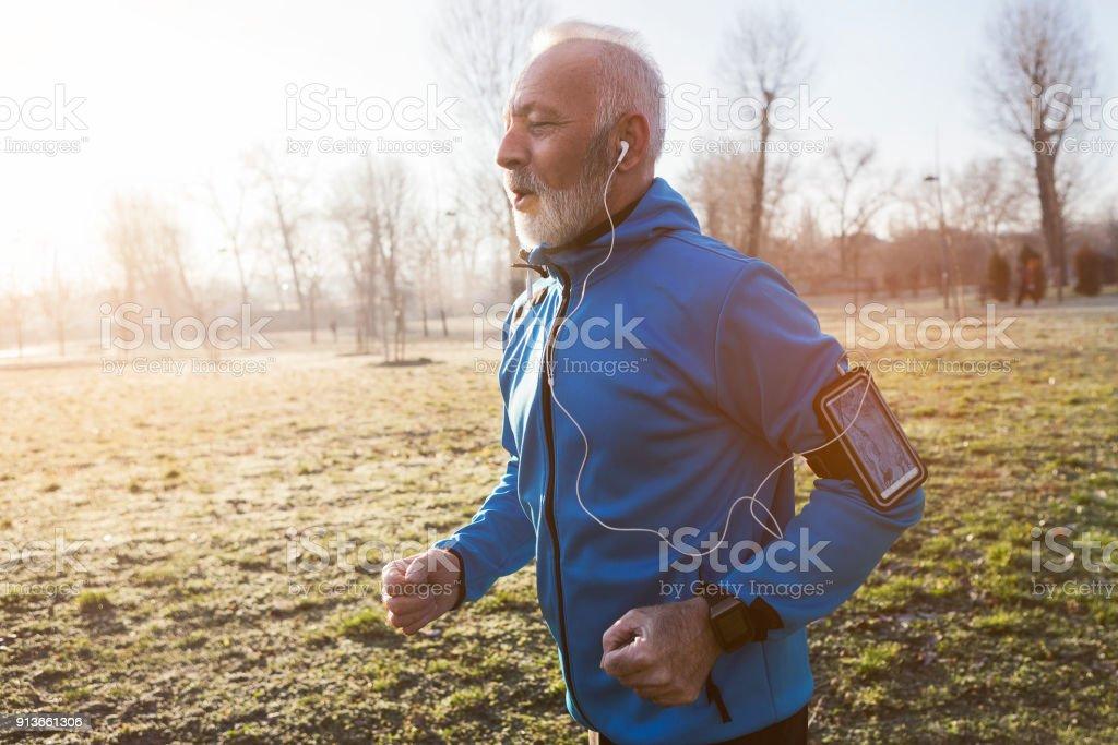 Senior woman Joggen am Morgen – Foto
