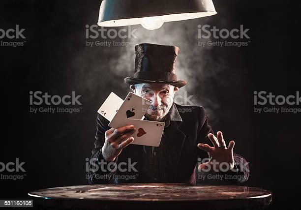 Senior man making trick with playing cards picture id531160105?b=1&k=6&m=531160105&s=612x612&h=l8yg2wg4 h1wxbajiqpwkhpo0 rypybnse9yyae4m84=