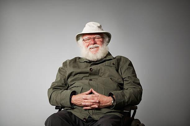 Alter Mann auf Rollstuhl, die gerne – Foto