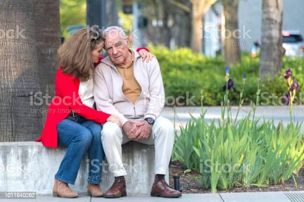 娘と年配の男性 Possing - 2人のストックフォトや画像を多数ご用意