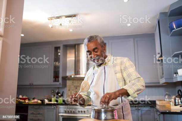 Senior man preparing food in kitchen picture id847991596?b=1&k=6&m=847991596&s=612x612&h=jmuiokxm1jmqqgxqz6v9vbqqwgsdpb1igjeyaiiejdu=