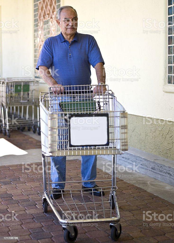 7188f80dbc Sênior homem empurrando um carrinho vazio de entrega: Preencha seu! foto de  stock royalty