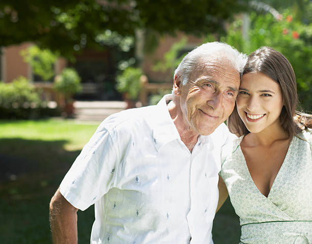 Älteren Mann Junges Mädchen verführt alter mann