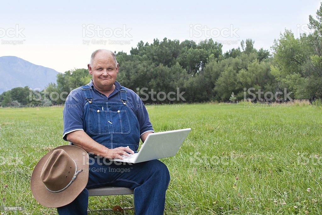 Senior Man using laptop computer royalty free stockfoto