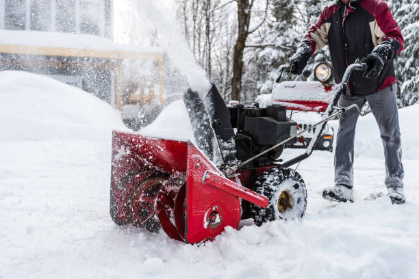 Senior Man Using SnowBlower After a Snowstorm Senior Man Using SnowBlower After a Snowstorm, Quebec, Canada only senior men stock pictures, royalty-free photos & images