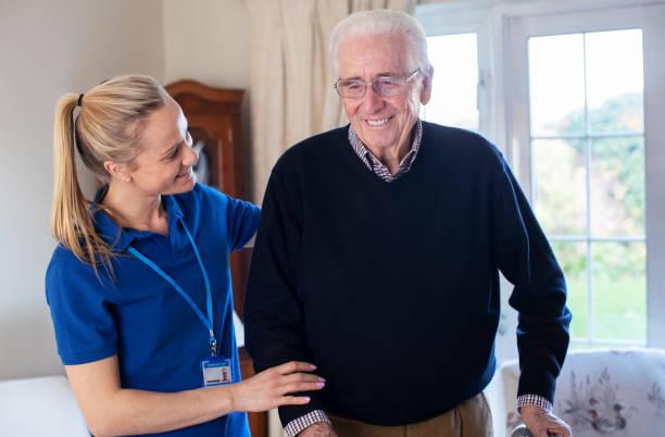 Senior Man Using Walking Frame With Care Worker – Foto