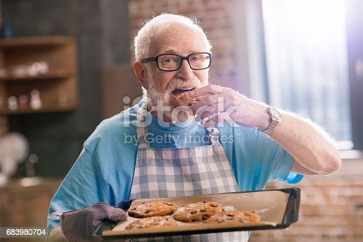 istock Senior man with cookies 683980704