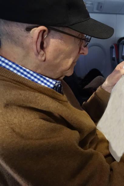 Ältere Menschen mit Hörgeräten – Foto