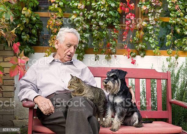 Senior man with pets picture id523179347?b=1&k=6&m=523179347&s=612x612&h=ndamkggp0qhjybzn617ng8 vbhyauwemqkhx hnjt7w=