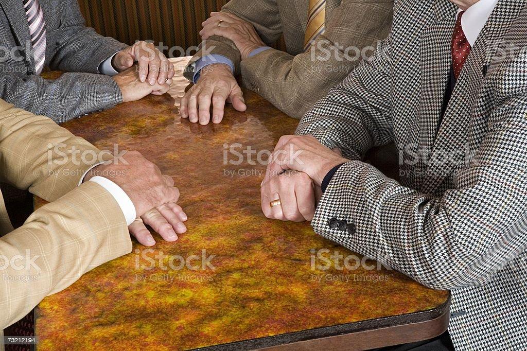 Homens Idosos em uma tabela foto de stock royalty-free