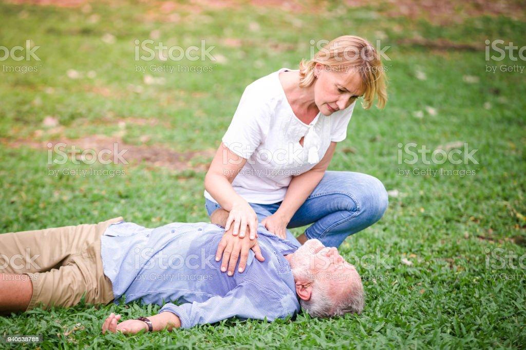 Senioren Herren Herzstillstand Herzinfarkt – Foto
