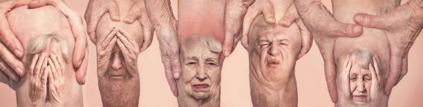 Seniorenmänner halten das Knie mit Schmerzen fest. die Collage. Konzept des abstrakten Schmerzes und der Verzweiflung. – Foto
