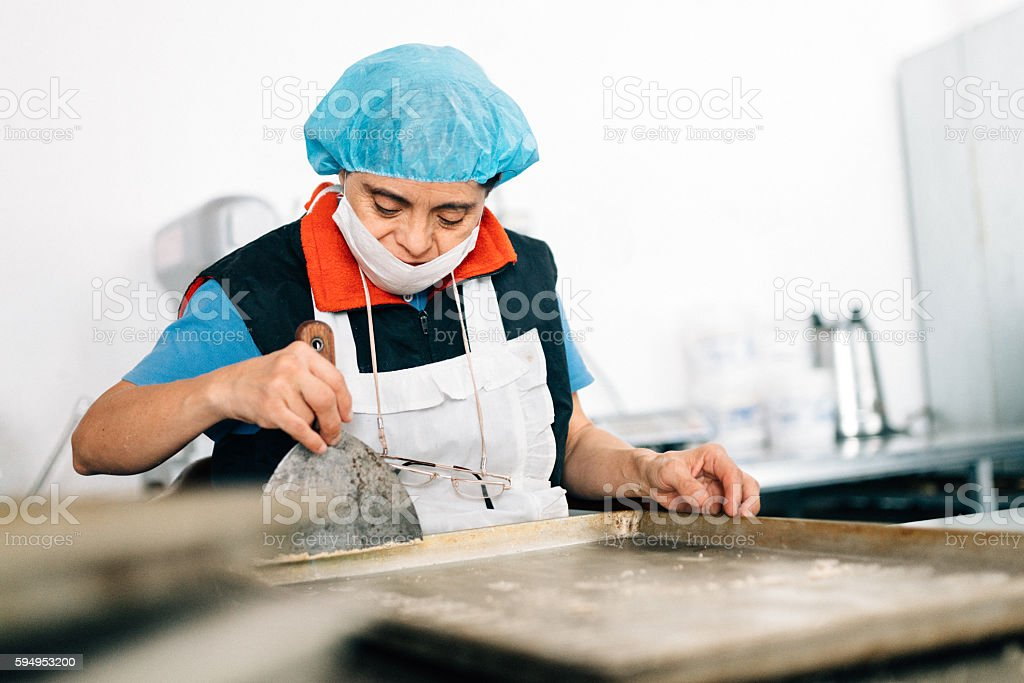 Senior Mexican woman with down syndrome working at Bakery – Foto