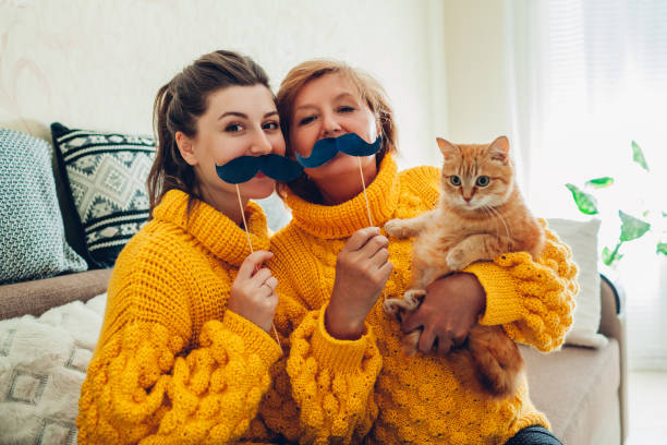 Senior mother and her adult daughter taking selfie with cat using picture id1147587760?b=1&k=6&m=1147587760&s=612x612&w=0&h=idcqxtkbcwq0edidqem f9s8lke3yurqhaxlyfhpy5a=