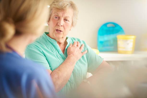 Último paciente reclamando de dor no peito - foto de acervo