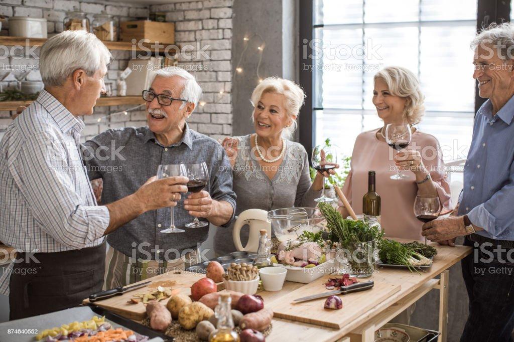 Senioren Küche Abenteuer - Lizenzfrei Aktiver Senior Stock-Foto