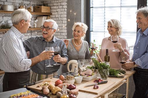 Senioren Küche Abenteuer Stockfoto und mehr Bilder von Aktiver Senior