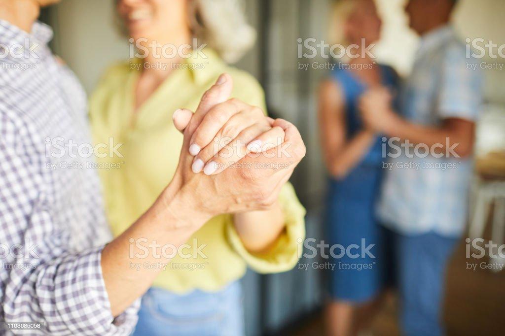 Senior People Slow dancing Closeup - Zbiór zdjęć royalty-free (Aktywni seniorzy)