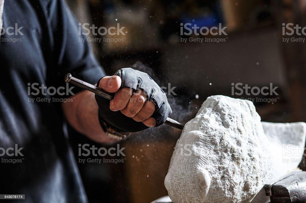Senior sculptor working on his sculpture – Foto