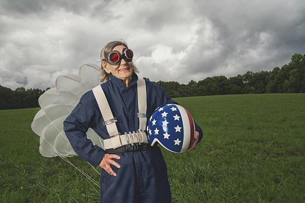 상석 skydiver, 헬멧 및 낙하산 - 스카이 다이빙 뉴스 사진 이미지