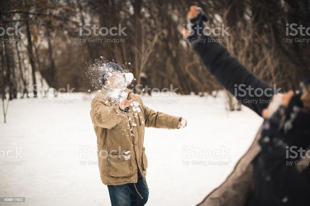 Senior snow ball fight - Photo