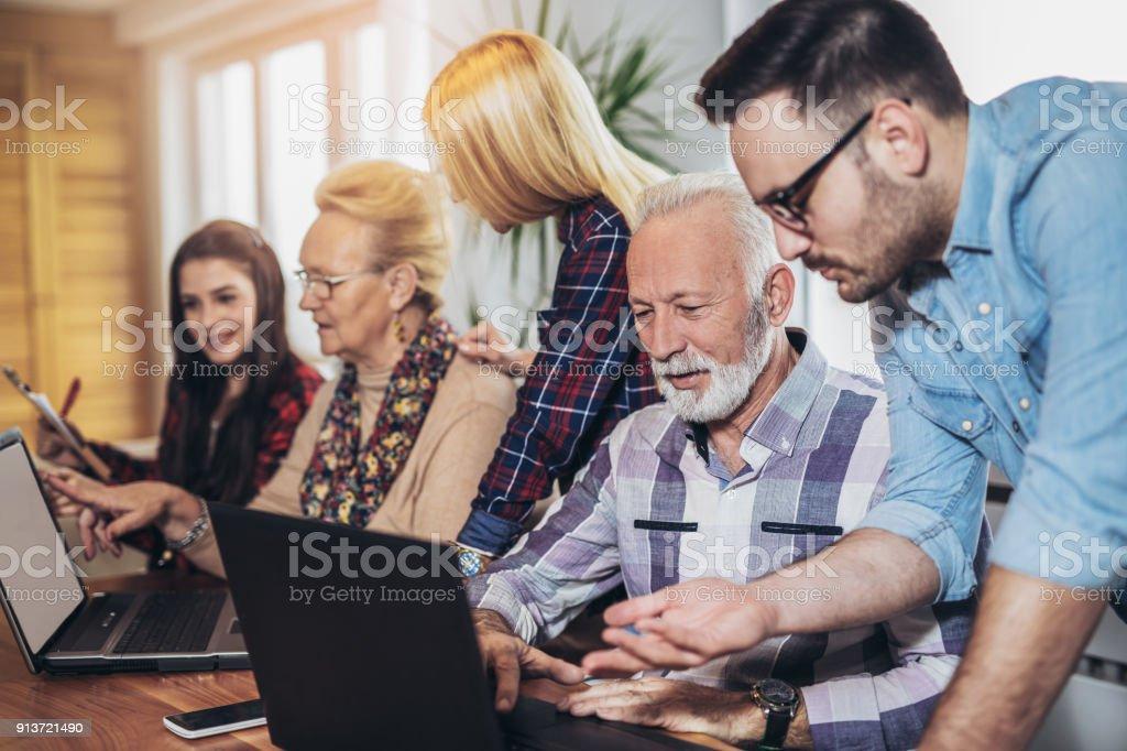 Senior-Studenten lernen, EDV-Kenntnisse - Lizenzfrei 60-69 Jahre Stock-Foto