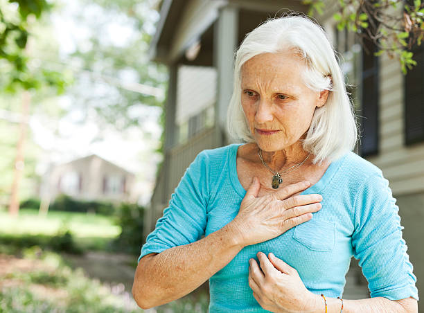 senior with chest pain - matsmältningsbesvär bildbanksfoton och bilder