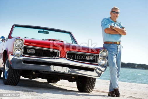 530979971istockphoto Senior with classic convertible car 184933972