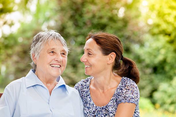 Senior Frau und fürsorgliche – Foto