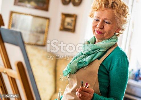 585509074 istock photo Senior woman artist. 915792456