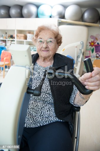 912333752 istock photo Senior Woman Doing a Physiotherapy Exercise in Retirement Home 871901556