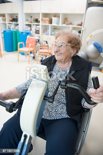 912333752 istock photo Senior Woman Doing a Physiotherapy Exercise in Retirement Home 871901558