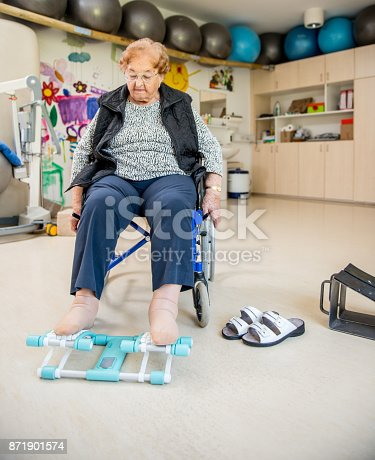912333752 istock photo Senior Woman Doing a Physiotherapy Exercise in Retirement Home 871901574