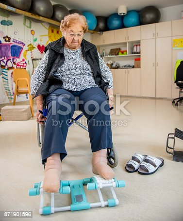 912333752 istock photo Senior Woman Doing a Physiotherapy Leg Exercise in Retirement Home 871901596