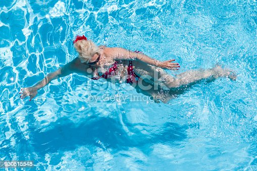 612839448istockphoto Senior Woman In Pool 930515548