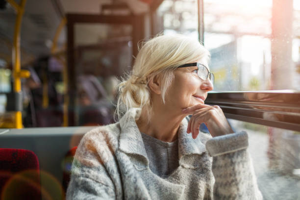 Ältere Frau im bus – Foto
