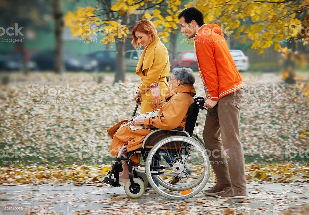 Senior Frau im Rollstuhl – Foto