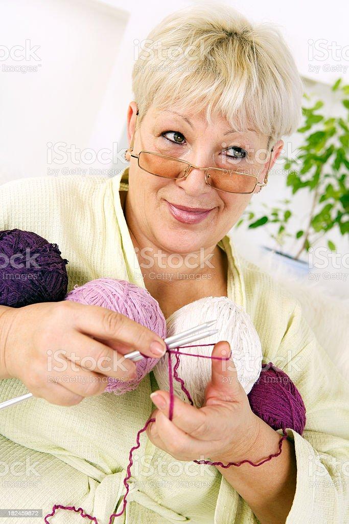 Sênior mulher costura foto royalty-free