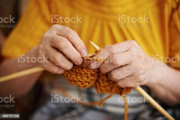 Senior woman knitting picture id596787338?b=1&k=6&m=596787338&s=612x612&h=a1f5wkipc5xe6u7wn5p53tzicy3ylktpwlozebjugai=