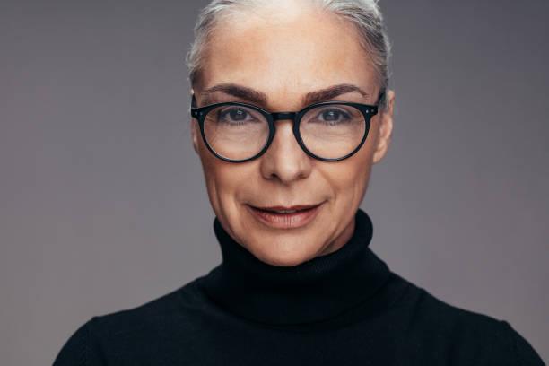 senior kvinna ser säker - mature women studio grey hair bildbanksfoton och bilder