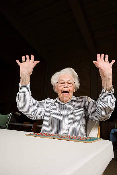 Senior woman playing bingo圖像檔