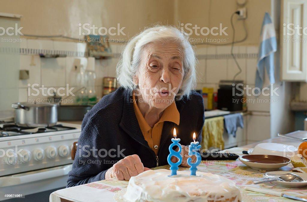 Donna anziana per l'85º anniversario reale - foto stock