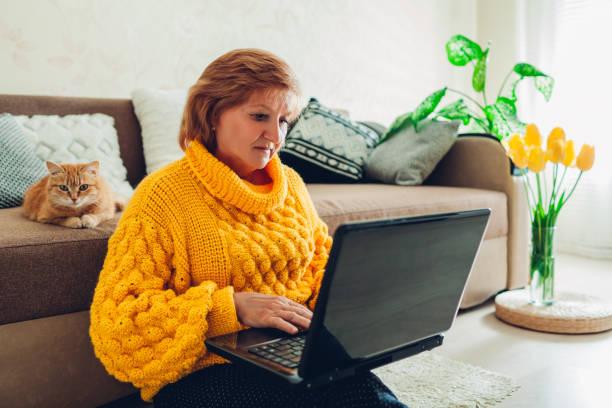 Senior woman using laptop at home relaxing with cat elderly people picture id1147833297?b=1&k=6&m=1147833297&s=612x612&w=0&h=a 8abdmke8izbzbdlzbfigwr5yn20jqzgcrouamhmny=