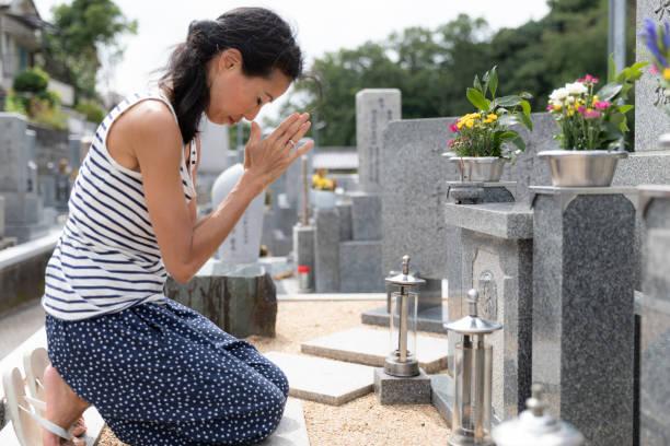 Senior woman visiting family grave picture id1176091856?b=1&k=6&m=1176091856&s=612x612&w=0&h=pla2llqgw eimuen9srsesulksbxw4ij74l l2b2uza=