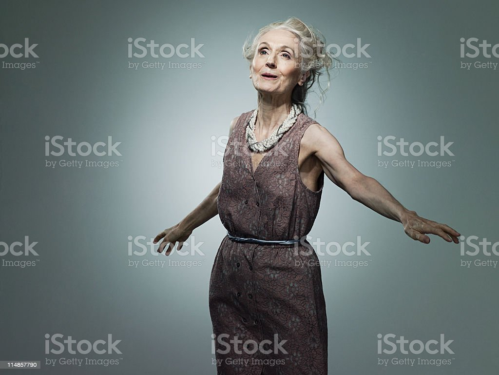 Senior Frau mit Arme, Porträt – Foto