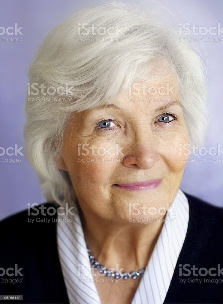 Senior donna con Collana foto stock royalty-free